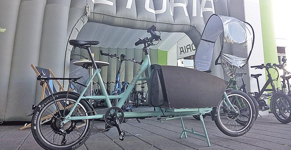 Das Kompaktrad i:SY in neuer Cargo-Variante. Wenn es vorne zu eng wird bleibt zusätzlich der Gepäckträger.