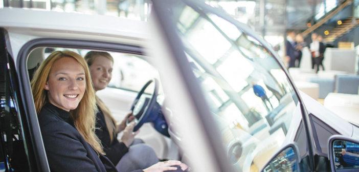 Schöne saubere Autowelt: Probesitzen in Wolfsburg lässt die Herzen höher schlagen – neu getaktet mit Volt, Watt, Ampere, Ohm.