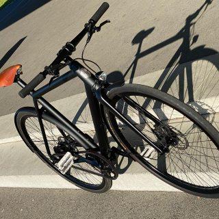 """Fahrbericht: Ampler Curt """"E-Bike Online-Marken"""" liegen seit einiger Zeit im Trend. Die Bikes werden im Direktvertrieb via Internet angeboten. Der Kauf beim Fachhändler findet nicht mehr statt. Die Händlermarge spart der Hersteller ein und kann so das Bike zu einem attraktiven Preis dem Endverbraucher verkaufen. Funktioniert das? Wie fährt sich das Bike? Wir haben es ausprobiert und das stylische Ampler Curt aus Estland bestellt. Out now / jetzt online - check: https://www.special-e.de/?s=Ampler"""